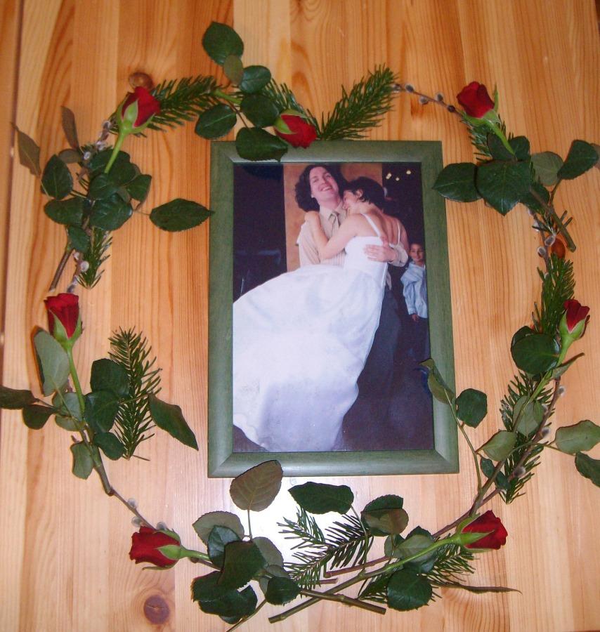 Herz aus Rosen, Tannen und Weidekätzchen
