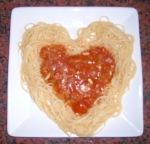 Spaghettiherz mit Tomatenfüllung