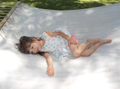 Sofia auf riesiger Hängematte