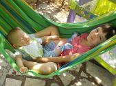 Kleiner Bruder mit großer Schwester